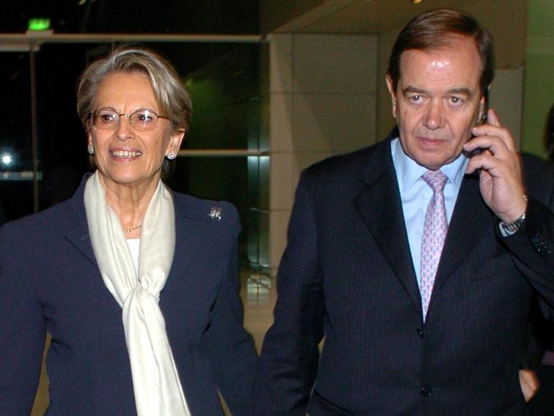 />Patrick Ollier, député.</b> Président de l'Assemblée nationale de mars à mai 2007 tandis que sa compagne est ministre de la Défense de Jacques Chirac, le parlementaire UMP est actuellement président de la Commission des affaires économiques. Le couple, qui se connait depuis la fin des années 80, a officialisé son idylle dans <i>Paris-Match </i>en 1999.&nbsp;&raquo; height=&nbsp;&raquo;346&Prime; /></p> <p><strong><font face=