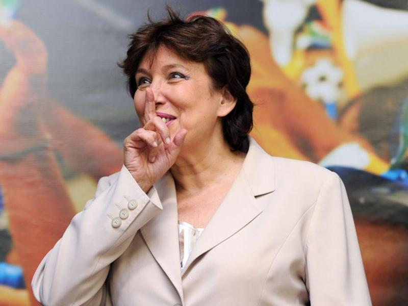 />Roselyne Bachelot.</b> Divorcée depuis les années 70, la ministre de la Santé et des sports garde jalousement sa vie privée. Rare exception, en 1999 où au cours d'une interview avec<i> le Nouvel Observateur</i>, le téléphone de Roselyne sonne. Celle-ci accueille son interlocuteur d'un «minou» mais n'en dira pas plus au <a href=''http://hebdo.nouvelobs.com/sommaire/les-uns-les-autres/004960/une-droite-toute-rose.html'' target=''_blank''>journaliste</a>. &nbsp;&raquo; height=&nbsp;&raquo;367&Prime; /></p> <p><strong><font face=