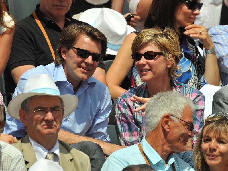 />Michèle Laroque, comédienne. </b>La compagne actuelle de François Baroin a <a href=''http://blog.lefigaro.fr/peopolitique/2010/05/michele-laroque-revient-sur-la-scene-fiscale-francaise.html''>annoncé</a> son rapatriement fiscal en France lorsque son compagnon est devenu ministre du budget. La comédienne payait jusqu'à présent une grande partie de ses impôts au Nevada. L'héroïne de <i>Pédale douce</i> s'était installée aux États-Unis en 2002 et avait obtenu la carte verte de résident en 2005.&nbsp;&raquo; height=&nbsp;&raquo;379&Prime; /></p> <p><strong><font face=