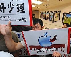 Manifestation de soutien aux salariés de Foxconn, à Hong Kong en juin.