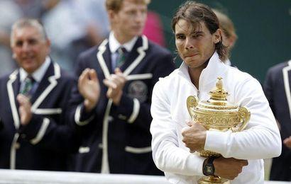 Rafael Nadal récupère le trophée qu'il avait dû abandonner en 2008