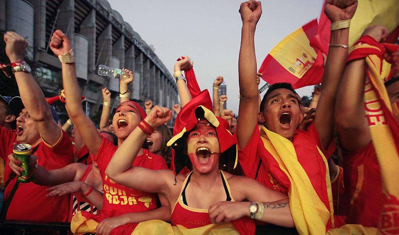 La nuit du mercredi 7 au jeudi 8 juillet a été longue en Espagne où tout un peuple a hurlé sa joie après la victoire sur l'Allemagne (1-0) qui qualifiait «la Roja» pour sa première finale de Coupe du monde. Verdict dimanche !