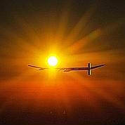 Premier vol de nuit pour un avion solaire