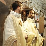 950euros par mois pour les prêtres
