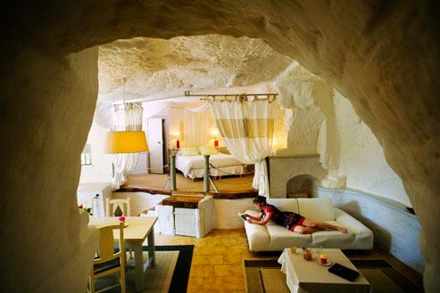 Certaines habitations privées, comme le gîte Troglododo sur le chemin des Caves, à Azay-le-Rideau, offrent tout le confort d'un hôtel aux visiteurs de passage. (Franck Prignet/Le Figaro Magazine)