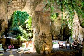 Ces maisons troglodytiques possèdent souvent des jardinets pleins de charme, comme ici chez Daniel Pépin, à Montsoreau. (Franck Prignet/Le Figaro Magazine)