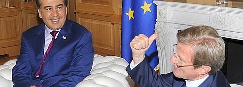 Kouchner soutient Tbilissi contre Moscou