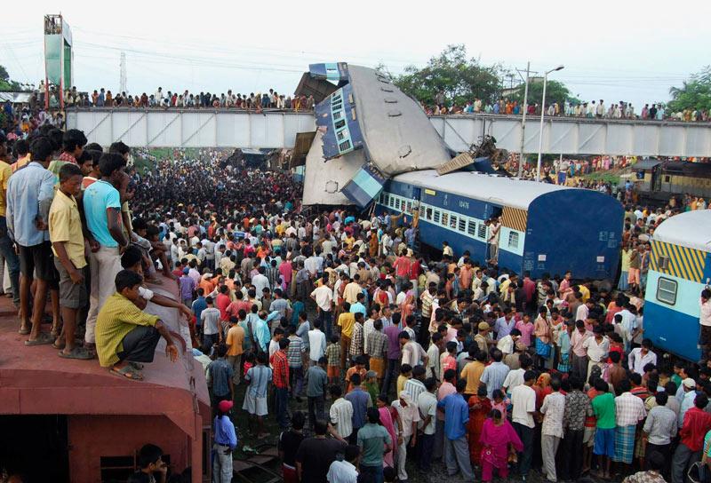 Un grave accident a eu lieu, lundi 19 juillet au matin, en Inde. Un train express à destination de Calcutta a heurté de plein fouet, pour des raisons encore inconnues, un autre qui se trouvait à l'arrêt dans une gare. Pour l'heure, plus de cinquante personnes sont décédées.