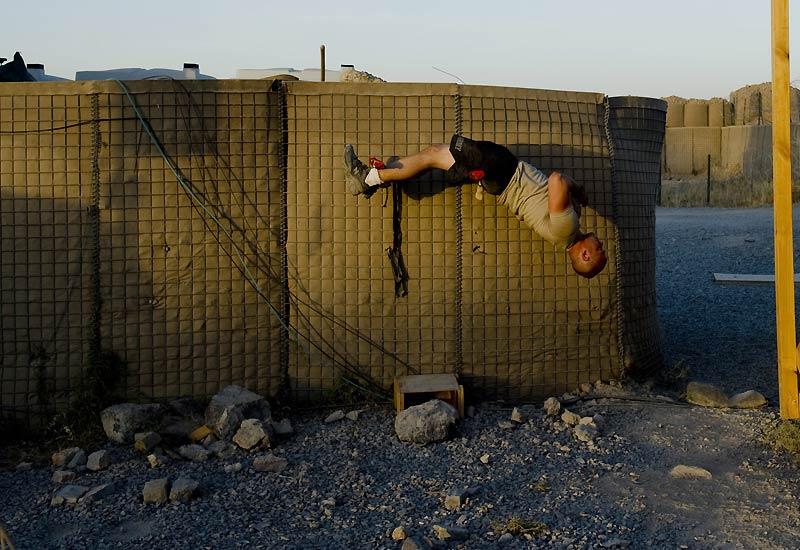 Lundi 19 juillet, ce soldat américain s'entraîne dans sa base militaire près de Kandahar, en Afghanistan.