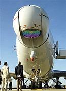 Le laser chimique COIL est placé sur le nez de l'avion.