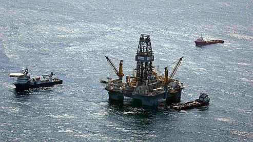 Les bateaux ainsi que les plate-formes de forages ont pu regagner le site de la catastrophe après le passage de Bonnie.