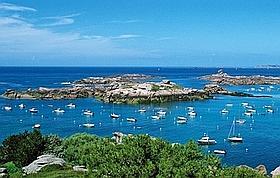 La plage de Trégastel est célèbre pour son sable fin et ses rochers fantasmagoriques. (Stephan Gladieu/Le Figaro Magazine)