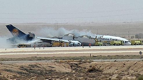 Une photo du crash de l'avion cargo de la Lufthansa à l'aéroport de Riyad prise d'un téléphone portable.
