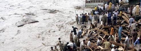 Des centaines de morts <br />dans des inondations au Pakistan» class=»photo» /></strong></font></p> <p><font color=