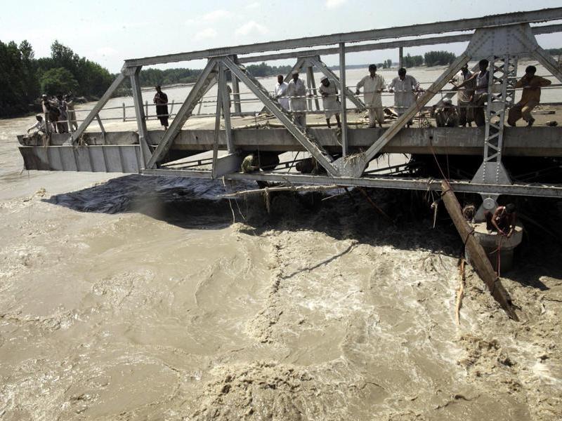 L'ONU a indiqué que l'aide internationale peinait à parvenir aux plus démunis en raison du mauvais état des routes et des ponts, submergés. Les Nations unies se sont engagées à apporter jusqu'à 10 millions de dollars d'aide.
