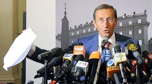 Gianfranco Fini au cours d'une conférencede presse, vendredi à Rome.