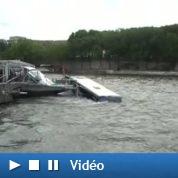 La spectaculaire chute d'un bus dans la Seine