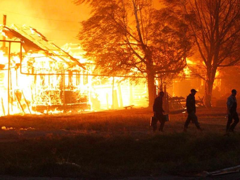 La chaîne de télévision Pervyi Kanal a montré des villages totalement dévastés, le feu n'ayant laissé des isbas, ces maisons de rondins traditionnelles en Russie, que les restes noircis du poêle en brique qui trône au centre de chaque habitation.