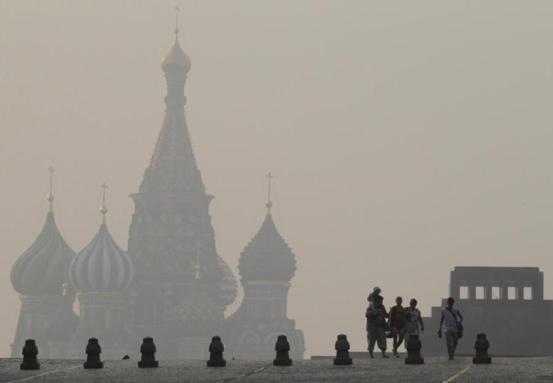 Lundi matin, Moscou s'est éveillée dans un épais brouillard gris. La fumée est due aux importants feux de tourbes dans la région bordant la capitale.
