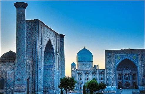 La place du Registan, à Samarkand. Elle fut construite par les descendants de Tamerlan,