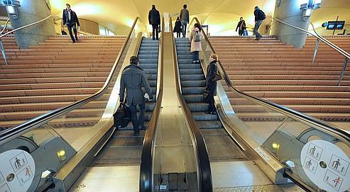 52% des Français utyilisent leur voiture pour se rendre au travail. Viennent ensuite le métro photo) et le train.