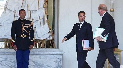 Nicolas Sarkozy et Brice Hortefeux quittent, mardi, le dernier Conseil des ministres avant les vacances.