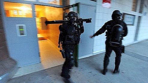 Des membres du GIPN et du Raid interviennent dans le quartier de la Villeneuve.