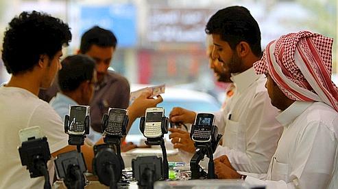 Dans une boutique de téléphones, à Riyad, jeudi.