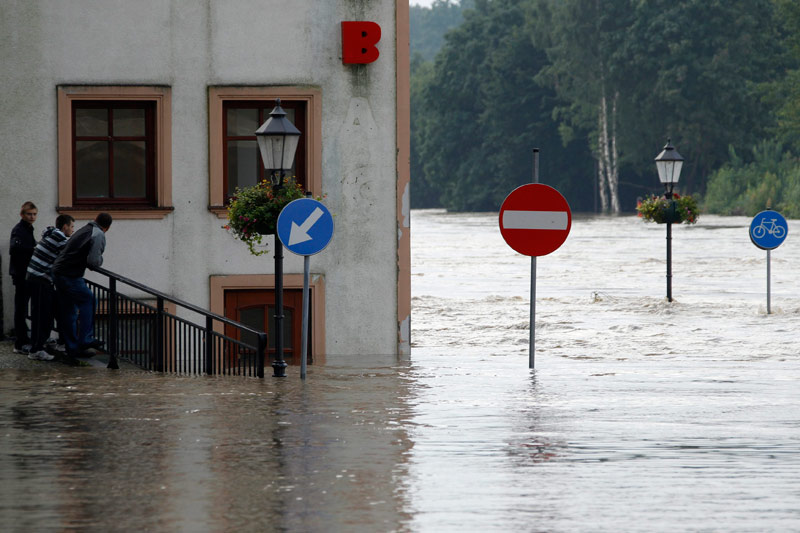 Les rues de la ville polonaise de Zgorzelec, à la frontière avec la ville de Görlitz (Allemagne), ont été submergées par les eaux de la rivière Neisse. Une grande partie de l'Europe centrale a été victime, ce week-end, de fortes intempéries.
