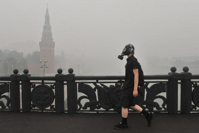 Dimanche 8 août, dans le centre de Moscou, les fumées dues aux feux de tourbières et la température qui avoisine les 38°C ont rendu l'air difficilement respirable.