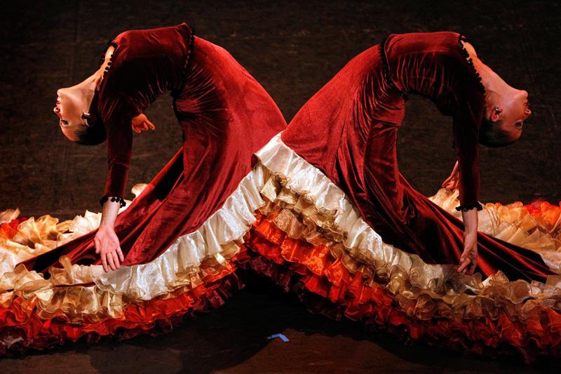 Mardi 10 août, le duo sévillan flamboyant de l'école de Flamenco de Miguel Vargas dessine une voute de dentelles lors de la répétition de leur prochaine performance qui aura lieu au festival d'Edinburgh du 13 août au 5 septembre prochain.