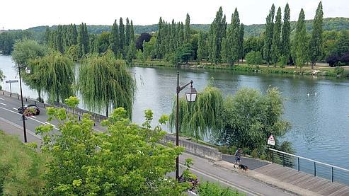 Les quais de Seine à Mantes-la-Jolie, là où l'adolescent de 15 ans s'est noyé dans la nuit de samedi à dimanche.