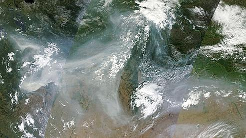 Une photo satellite de la Nasa montre les fumées provenant des incendies qui sévissent en Russie.