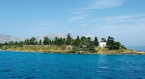 Trinity island. A 1200 m de la côte, un havre de paix où poussent tranquillement abricotiers, figuiers et 350 oliviers, produisant une huile délicieusement parfumée.