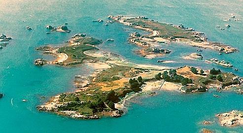 Lavrec est une des rares îles françaises actuellement en vente. Toute proche de Bréhat, entourée de nombreux îlots dont certains sont privés.