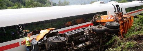 Quinze blessés dans un accident <br />de train reliant Francfort à Paris» class=»photo» /></a></font></p> <p><font face=