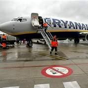 Avions: les suppléments tarifaires s'envolent