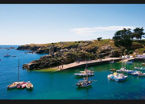 <strong>A marée haute</strong>, le port de La Meule a des airs méditerranéens. A marée basse, il redevient breton. A l'heure de l'apéro, tout le monde se retrouve au Q de Gabrielle.