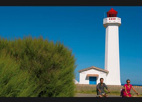 <strong>A deux pas de là</strong>, le phare des Corbeaux domine l'océan Atlantique.