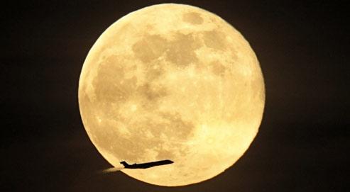 Les scientifiques de la Nasa ont observé de très nombreuses failles de chevauchement réparties sur l'ensemble de la surface lunaire. (Crédits photo : AP)