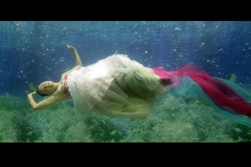 Pour l'inauguration d'un centre commercial à Séoul, en Corée du Sud, des mannequins ont participé à un défilé de mode sous-marin organisé dans un aquarium géant, dimanche 22 août.