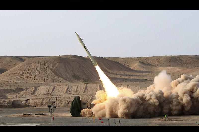 Essai. Mercredi 25 août, les militaires iraniens ont testé, avec succès, le nouveau missile sol-sol de moyenne portée Fateh-110. On le voit ici au décollage, tiré à partir d'un véhicule militaire.