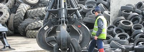 Des montagnes de pneus en souffrance chez les garagistes