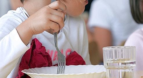 Dans les collèges et lycées, la pause de midi s'est réduite et les élèves sont contraints d'avaler leur repas trop rapidement.