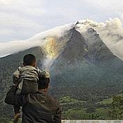 Indonésie : un volcan se réveille après 400 ans