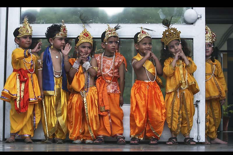 Fête. Mardi 31 août, à Chandigarh, ville du nord de l'Inde, les enfants ont revêtus leurs costumes traditionnels à l'occasion de Janmashtami. Ce festival hindou célèbre la naissance du Seigneur Sri Krishna.
