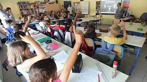 Les enseignants consacrent environ 44 % de leur temps aux filles, contre 56 % aux garçons, selon une étude de l'Observatoire français des conjonctures économiques (OFCE).