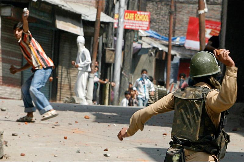 Lundi 6 septembre près de Srinagar au Cachemire, des heurts ont éclaté entre des manifestants et les forces de l'ordre à la suite d'une manifestation qui a dégénéré.