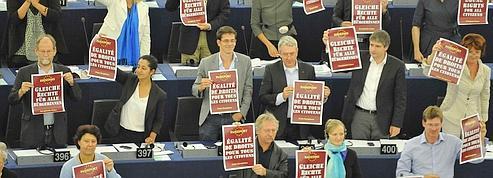 Le Parlement européen exige l'arrêt des expulsions de Roms