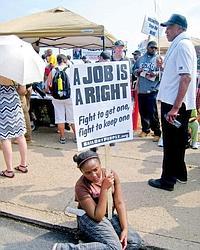 La reprise économique se fait attendre et les chômeurs s'impatientent ou manifestent, alors que persistent les mauvais chiffres de l'emploi.